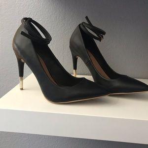 Black pump heels size 7.5